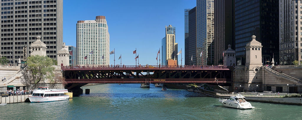 1024px-Michigan_Ave_Bridge_20100912.jpg