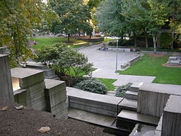 256px-Seattle_Freeway_Park_06.jpg